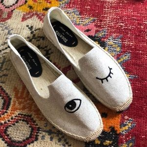 🆕Soludos Wink Embroidery Smoking Slipper
